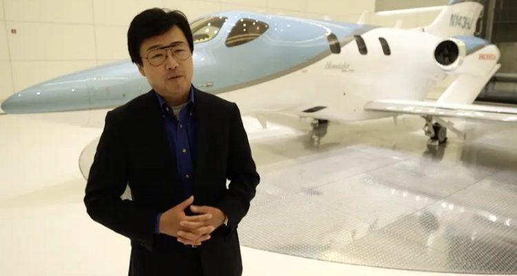 {:ru}Руководитель HondaJet объясняет, почему нос частного самолета за $5,25 млн вдохновлен каблуками туфель Ferragamo{:}{:uk}Керівник HondaJet пояснює, чому ніс приватного літака за $ 5,25 млн натхненний підборами туфель Ferragamo{:}